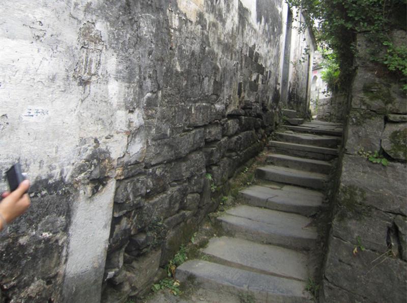 千斤青石板鋪成復古路,重塑老濟南的格調!