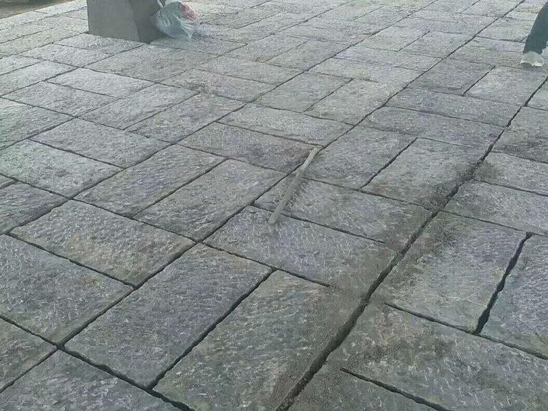 粗鑿面青石板